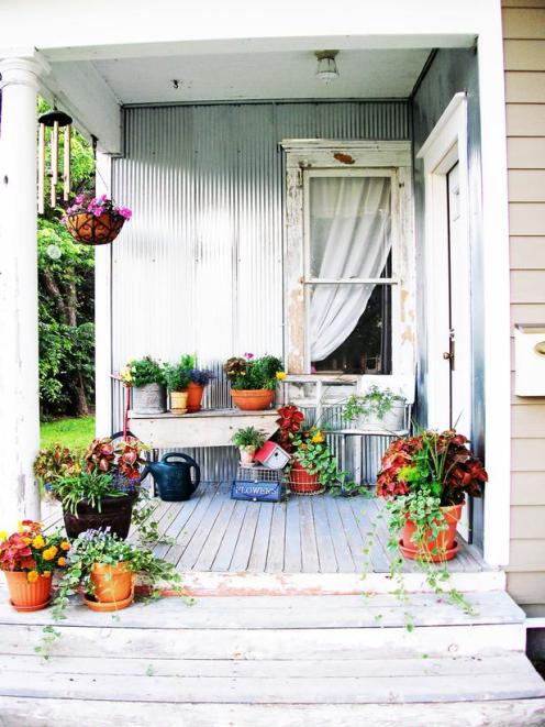RMS-robinelise_shabby-porch-container-garden_s3x4_lg