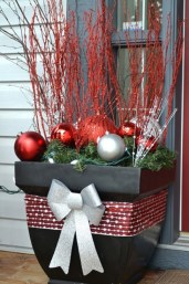 modern-outdoor-christmas-decorations31-cool-outside-christmas-decorations