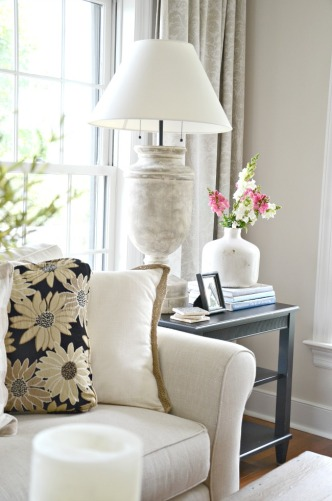 HOW-TO-STYLE-AN-END-TABLE-lamp-stonegableblog.com_